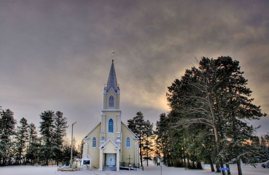 800px-Church_Rabbit_Hill_Alberta_Canada_03A