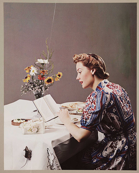 Woman_reading_a_book_(3588551767)[1]