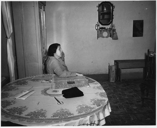 737px-Taos_County,_New_Mexico._Mrs._Pablo_Gomez_at_her_kitchen_table._-_NARA_-_521900