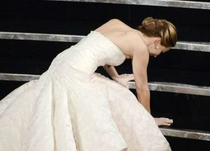 Jennifer-Lawrence-Stumble-2013-Oscars