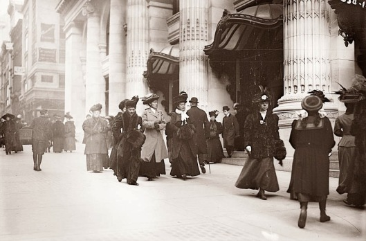 Christmas shopping on Fifth Avenue, 1900