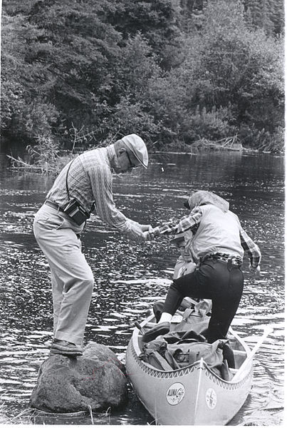 Sec._of_Ag._Orville_Freeman_providing_a_helping_hand_to_Mrs,_Freeman,_1965_(5187278835)