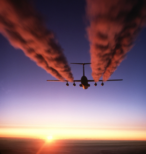 570px-C-141_Starlifter_contrail_crop1