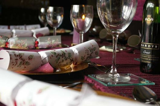 800px-Christmas_cracker_table