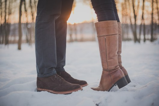 1280px-Boots_in_snow_(Unsplash)